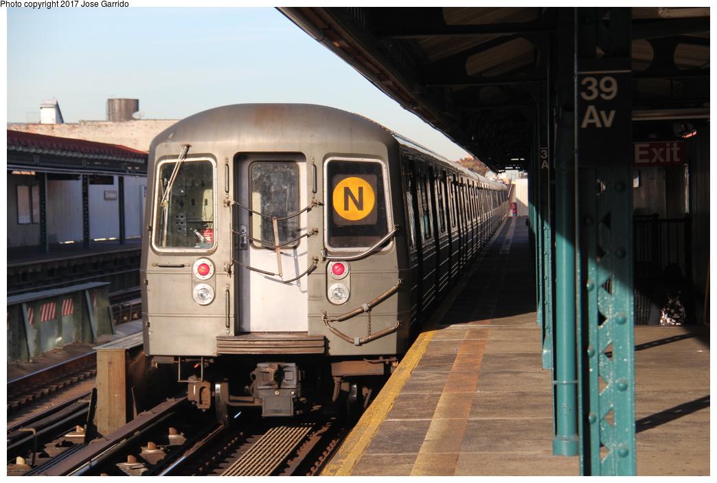 (289k, 1044x703)<br><b>Country:</b> United States<br><b>City:</b> New York<br><b>System:</b> New York City Transit<br><b>Line:</b> BMT Astoria Line<br><b>Location:</b> 39th/Beebe Aves. <br><b>Route:</b> N<br><b>Car:</b> R-68 (Westinghouse-Amrail, 1986-1988)  2814 <br><b>Photo by:</b> Jose Garrido<br><b>Date:</b> 11/8/2016<br><b>Viewed (this week/total):</b> 3 / 672