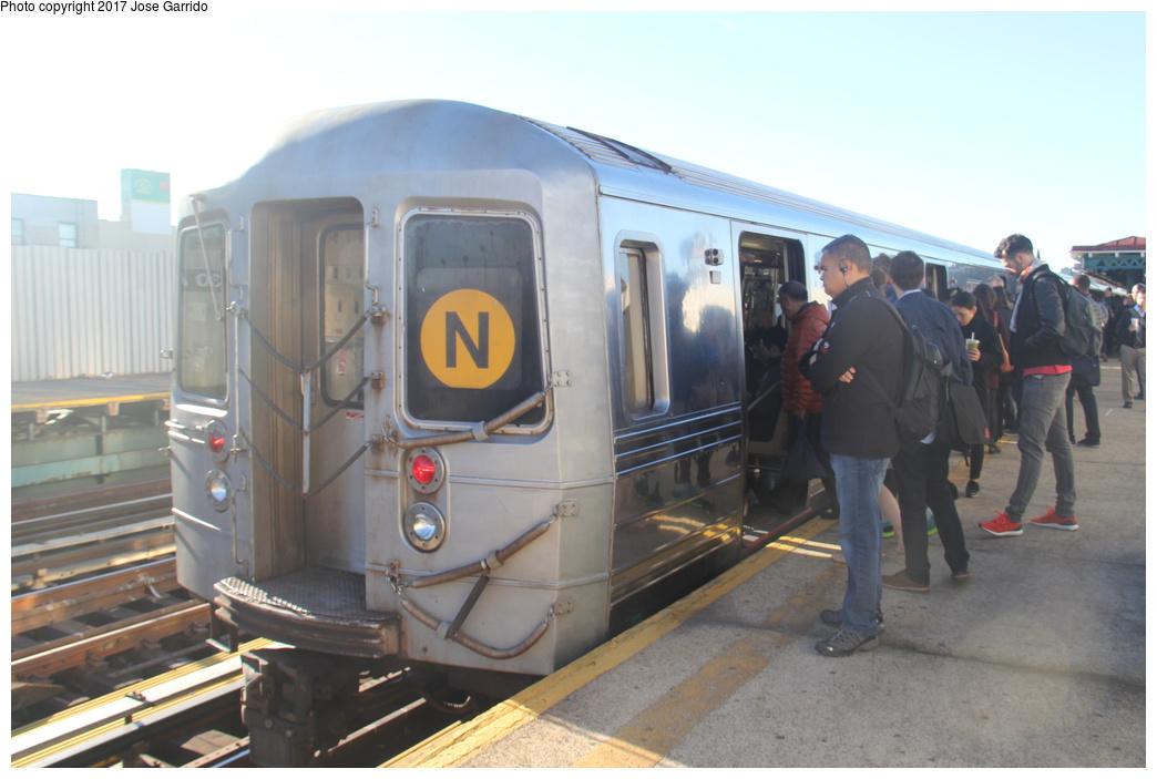 (239k, 1044x703)<br><b>Country:</b> United States<br><b>City:</b> New York<br><b>System:</b> New York City Transit<br><b>Line:</b> BMT Astoria Line<br><b>Location:</b> 30th/Grand Aves. <br><b>Route:</b> N<br><b>Car:</b> R-68 (Westinghouse-Amrail, 1986-1988)  2768 <br><b>Photo by:</b> Jose Garrido<br><b>Date:</b> 11/10/2016<br><b>Viewed (this week/total):</b> 0 / 840