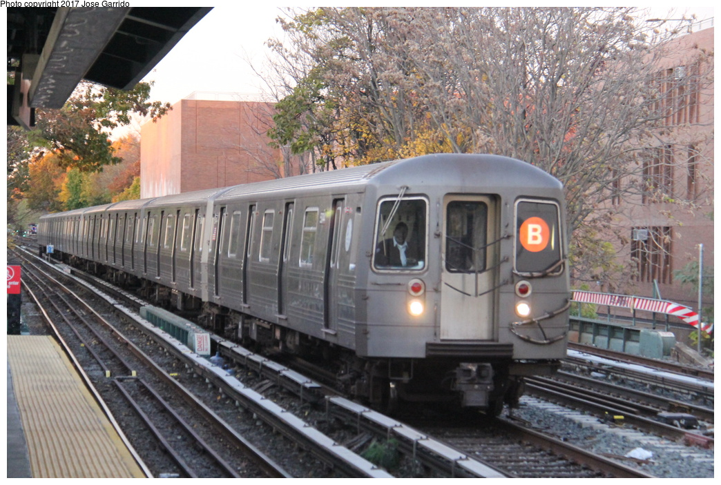 (366k, 1044x703)<br><b>Country:</b> United States<br><b>City:</b> New York<br><b>System:</b> New York City Transit<br><b>Line:</b> BMT Brighton Line<br><b>Location:</b> Avenue M <br><b>Route:</b> B<br><b>Car:</b> R-68A (Kawasaki, 1988-1989)  5044 <br><b>Photo by:</b> Jose Garrido<br><b>Date:</b> 11/10/2016<br><b>Viewed (this week/total):</b> 1 / 140