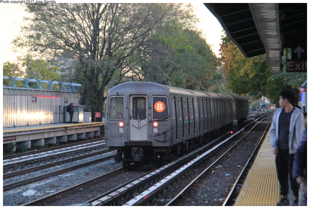 (363k, 1044x703)<br><b>Country:</b> United States<br><b>City:</b> New York<br><b>System:</b> New York City Transit<br><b>Line:</b> BMT Brighton Line<br><b>Location:</b> Avenue M <br><b>Route:</b> B<br><b>Car:</b> R-68A (Kawasaki, 1988-1989)  5022 <br><b>Photo by:</b> Jose Garrido<br><b>Date:</b> 11/10/2016<br><b>Viewed (this week/total):</b> 15 / 706