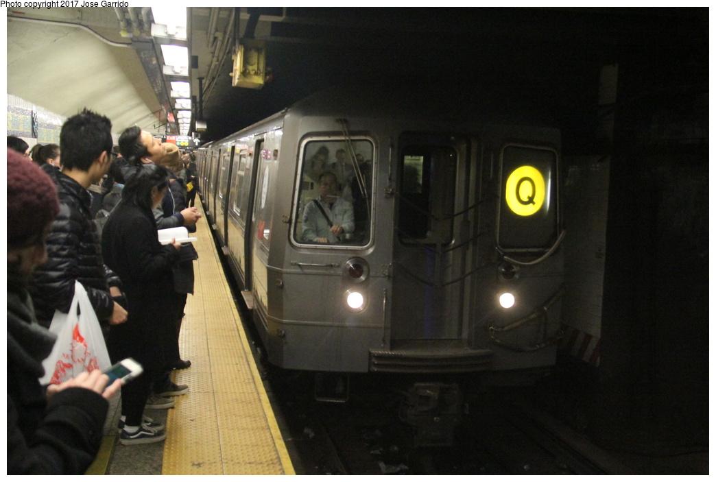 (241k, 1044x703)<br><b>Country:</b> United States<br><b>City:</b> New York<br><b>System:</b> New York City Transit<br><b>Line:</b> BMT Broadway Line<br><b>Location:</b> Canal Street (Manhattan Bridge Branch) <br><b>Route:</b> Q<br><b>Car:</b> R-68A (Kawasaki, 1988-1989)  5104 <br><b>Photo by:</b> Jose Garrido<br><b>Date:</b> 11/10/2016<br><b>Viewed (this week/total):</b> 1 / 805