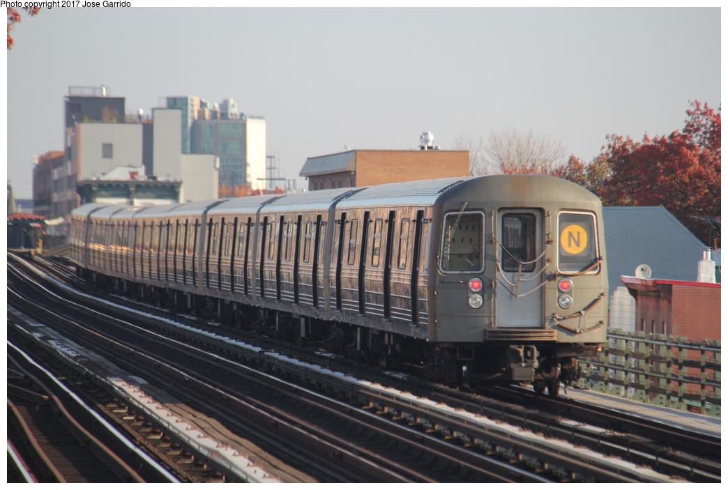 (272k, 1044x703)<br><b>Country:</b> United States<br><b>City:</b> New York<br><b>System:</b> New York City Transit<br><b>Line:</b> BMT Astoria Line<br><b>Location:</b> 36th/Washington Aves. <br><b>Route:</b> N<br><b>Car:</b> R-68 (Westinghouse-Amrail, 1986-1988)  2848 <br><b>Photo by:</b> Jose Garrido<br><b>Date:</b> 11/17/2016<br><b>Viewed (this week/total):</b> 0 / 468