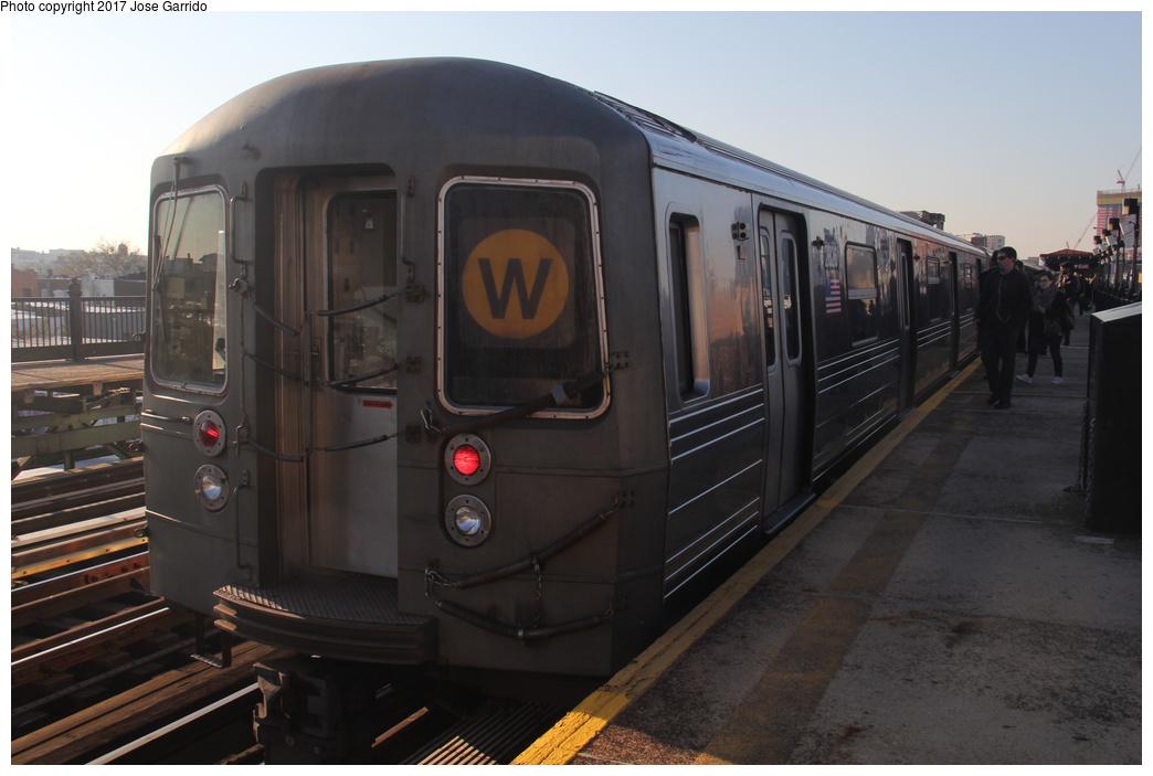 (234k, 1044x703)<br><b>Country:</b> United States<br><b>City:</b> New York<br><b>System:</b> New York City Transit<br><b>Line:</b> BMT Astoria Line<br><b>Location:</b> 36th/Washington Aves. <br><b>Route:</b> W<br><b>Car:</b> R-68 (Westinghouse-Amrail, 1986-1988)  2826 <br><b>Photo by:</b> Jose Garrido<br><b>Date:</b> 11/17/2016<br><b>Viewed (this week/total):</b> 0 / 613