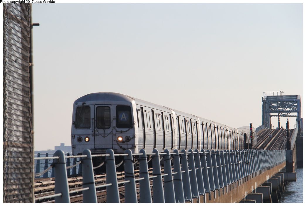 (236k, 1044x703)<br><b>Country:</b> United States<br><b>City:</b> New York<br><b>System:</b> New York City Transit<br><b>Line:</b> IND Rockaway<br><b>Location:</b> Howard Beach <br><b>Route:</b> A<br><b>Car:</b> R-46 (Pullman-Standard, 1974-75) 5978 <br><b>Photo by:</b> Jose Garrido<br><b>Date:</b> 11/17/2016<br><b>Viewed (this week/total):</b> 0 / 482