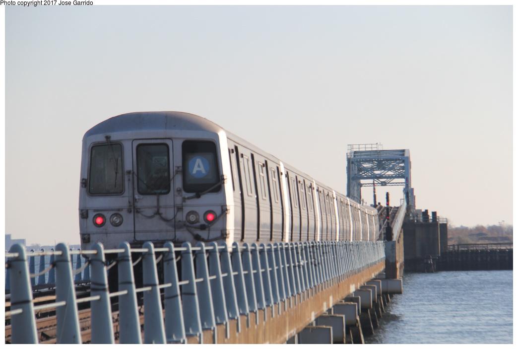 (195k, 1044x703)<br><b>Country:</b> United States<br><b>City:</b> New York<br><b>System:</b> New York City Transit<br><b>Line:</b> IND Rockaway<br><b>Location:</b> Howard Beach <br><b>Route:</b> A<br><b>Car:</b> R-46 (Pullman-Standard, 1974-75) 6196 <br><b>Photo by:</b> Jose Garrido<br><b>Date:</b> 11/17/2016<br><b>Viewed (this week/total):</b> 2 / 514