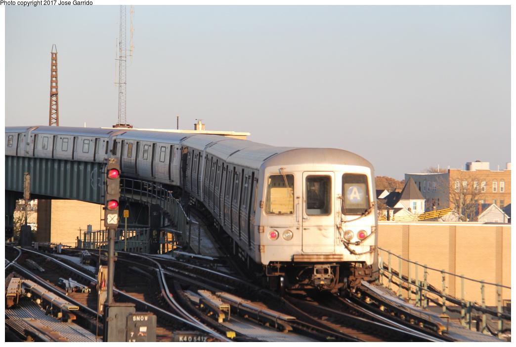 (256k, 1044x703)<br><b>Country:</b> United States<br><b>City:</b> New York<br><b>System:</b> New York City Transit<br><b>Line:</b> IND Fulton Street Line<br><b>Location:</b> Rockaway Boulevard <br><b>Route:</b> A<br><b>Car:</b> R-46 (Pullman-Standard, 1974-75) 6058 <br><b>Photo by:</b> Jose Garrido<br><b>Date:</b> 11/17/2016<br><b>Viewed (this week/total):</b> 0 / 537