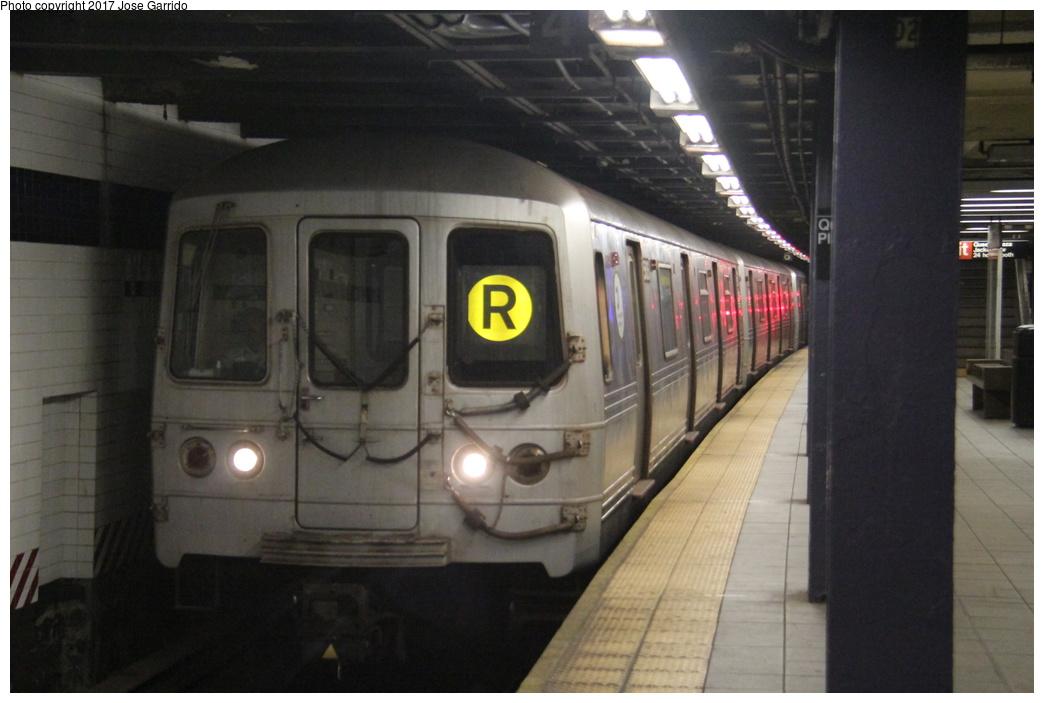 (240k, 1044x703)<br><b>Country:</b> United States<br><b>City:</b> New York<br><b>System:</b> New York City Transit<br><b>Line:</b> IND Queens Boulevard Line<br><b>Location:</b> Queens Plaza <br><b>Route:</b> R<br><b>Car:</b> R-46 (Pullman-Standard, 1974-75) 5606 <br><b>Photo by:</b> Jose Garrido<br><b>Date:</b> 11/19/2016<br><b>Viewed (this week/total):</b> 0 / 610