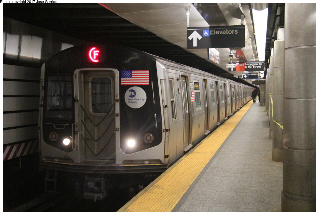 (268k, 1044x703)<br><b>Country:</b> United States<br><b>City:</b> New York<br><b>System:</b> New York City Transit<br><b>Line:</b> IND 63rd Street<br><b>Location:</b> Lexington Avenue-63rd Street <br><b>Route:</b> F<br><b>Car:</b> R-160A (Option 1) (Alstom, 2008-2009, 5 car sets)  9237 <br><b>Photo by:</b> Jose Garrido<br><b>Date:</b> 11/20/2016<br><b>Viewed (this week/total):</b> 0 / 465