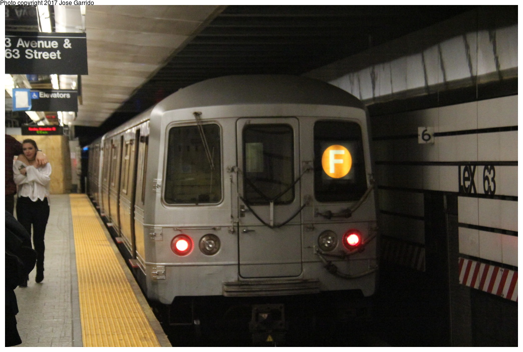 (247k, 1044x703)<br><b>Country:</b> United States<br><b>City:</b> New York<br><b>System:</b> New York City Transit<br><b>Line:</b> IND 63rd Street<br><b>Location:</b> Lexington Avenue-63rd Street <br><b>Route:</b> F<br><b>Car:</b> R-46 (Pullman-Standard, 1974-75) 5662 <br><b>Photo by:</b> Jose Garrido<br><b>Date:</b> 11/20/2016<br><b>Viewed (this week/total):</b> 0 / 596