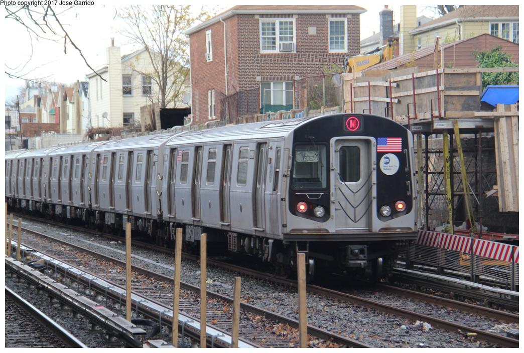 (392k, 1044x703)<br><b>Country:</b> United States<br><b>City:</b> New York<br><b>System:</b> New York City Transit<br><b>Line:</b> BMT Sea Beach Line<br><b>Location:</b> 86th Street <br><b>Route:</b> N<br><b>Car:</b> R-160B (Option 1) (Kawasaki, 2008-2009)  8998 <br><b>Photo by:</b> Jose Garrido<br><b>Date:</b> 12/2/2016<br><b>Viewed (this week/total):</b> 2 / 476