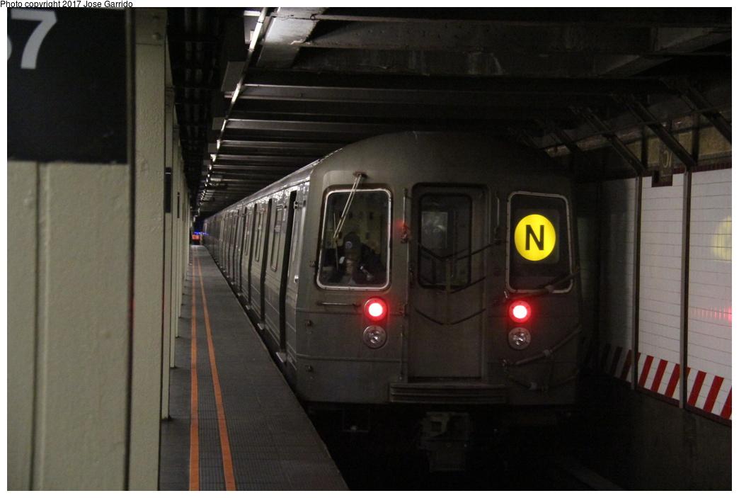 (233k, 1044x703)<br><b>Country:</b> United States<br><b>City:</b> New York<br><b>System:</b> New York City Transit<br><b>Line:</b> BMT Broadway Line<br><b>Location:</b> 57th Street <br><b>Route:</b> N<br><b>Car:</b> R-68 (Westinghouse-Amrail, 1986-1988)  2816 <br><b>Photo by:</b> Jose Garrido<br><b>Date:</b> 12/2/2016<br><b>Viewed (this week/total):</b> 3 / 653