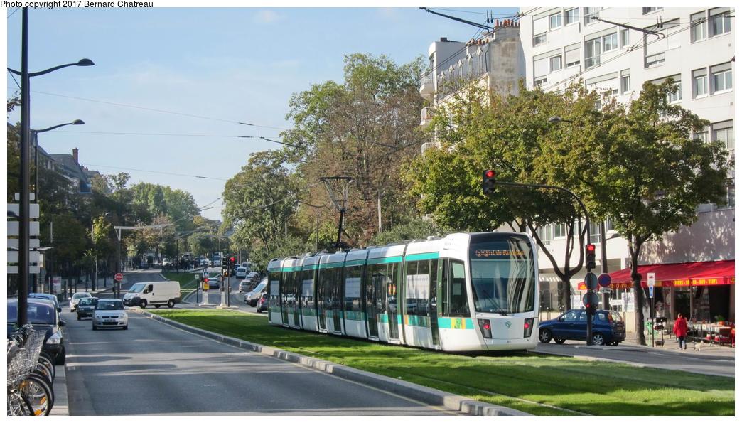 (320k, 1044x595)<br><b>Country:</b> France<br><b>City:</b> Paris<br><b>System:</b> RATP (Régie Autonome des Transports Parisiens)<br><b>Line:</b> Tram T3A<br><b>Location:</b> Between Stade Charléty/Porte de Gentilly and Cité Universitaire<br><b>Car:</b> Citadis Low-Floor Type 402 (Alstom, 2006) 301 <br><b>Photo by:</b> Bernard Chatreau<br><b>Date:</b> 10/18/2010<br><b>Viewed (this week/total):</b> 0 / 82