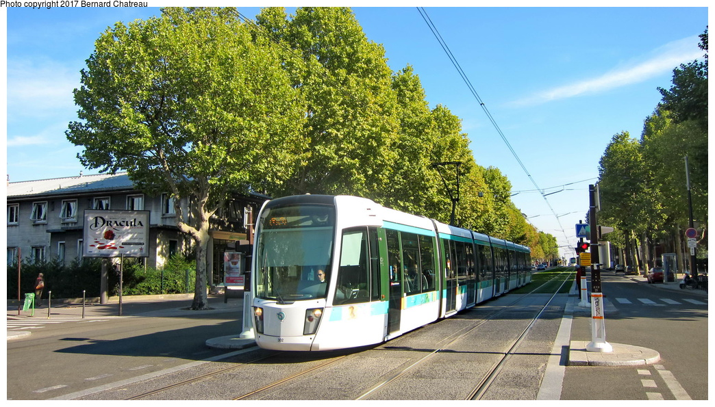 (366k, 1044x595)<br><b>Country:</b> France<br><b>City:</b> Paris<br><b>System:</b> RATP (Régie Autonome des Transports Parisiens)<br><b>Line:</b> Tram T3A<br><b>Location:</b> Between Montsouris and Porte d'Orléans<br><b>Car:</b> Citadis Low-Floor Type 402 (Alstom, 2006) 302 <br><b>Photo by:</b> Bernard Chatreau<br><b>Date:</b> 10/18/2010<br><b>Viewed (this week/total):</b> 0 / 56