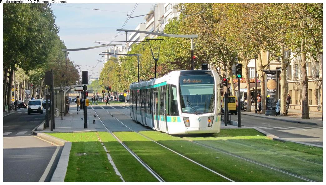 (351k, 1044x594)<br><b>Country:</b> France<br><b>City:</b> Paris<br><b>System:</b> RATP (Régie Autonome des Transports Parisiens)<br><b>Line:</b> Tram T3A<br><b>Location:</b> Didot<br><b>Car:</b> Citadis Low-Floor Type 402 (Alstom, 2006) 315 <br><b>Photo by:</b> Bernard Chatreau<br><b>Date:</b> 10/18/2010<br><b>Viewed (this week/total):</b> 1 / 77