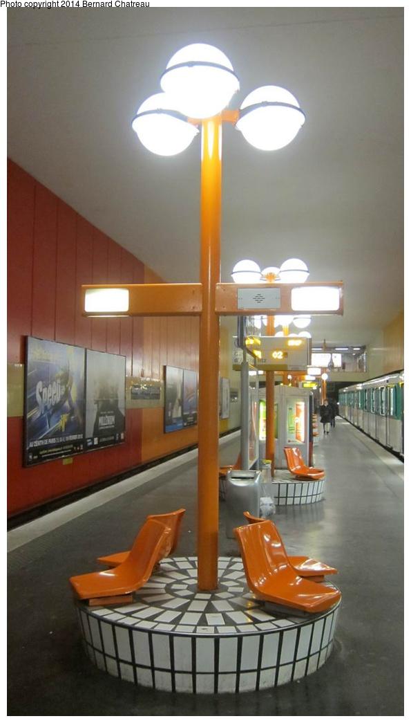 (182k, 595x1045)<br><b>Country:</b> France<br><b>City:</b> Paris<br><b>System:</b> RATP (Régie Autonome des Transports Parisiens)<br><b>Line:</b> Metro Ligne 10<br><b>Location:</b> Boulogne-Pont de Saint-Cloud<br><b>Photo by:</b> Bernard Chatreau<br><b>Date:</b> 1/13/2012<br><b>Viewed (this week/total):</b> 0 / 168