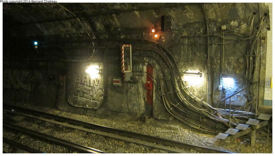 (278k, 1044x595)<br><b>Country:</b> France<br><b>City:</b> Paris<br><b>System:</b> RATP (Régie Autonome des Transports Parisiens)<br><b>Line:</b> Metro Ligne 3<br><b>Location:</b> Bourse<br><b>Photo by:</b> Bernard Chatreau<br><b>Date:</b> 11/22/2011<br><b>Viewed (this week/total):</b> 2 / 157