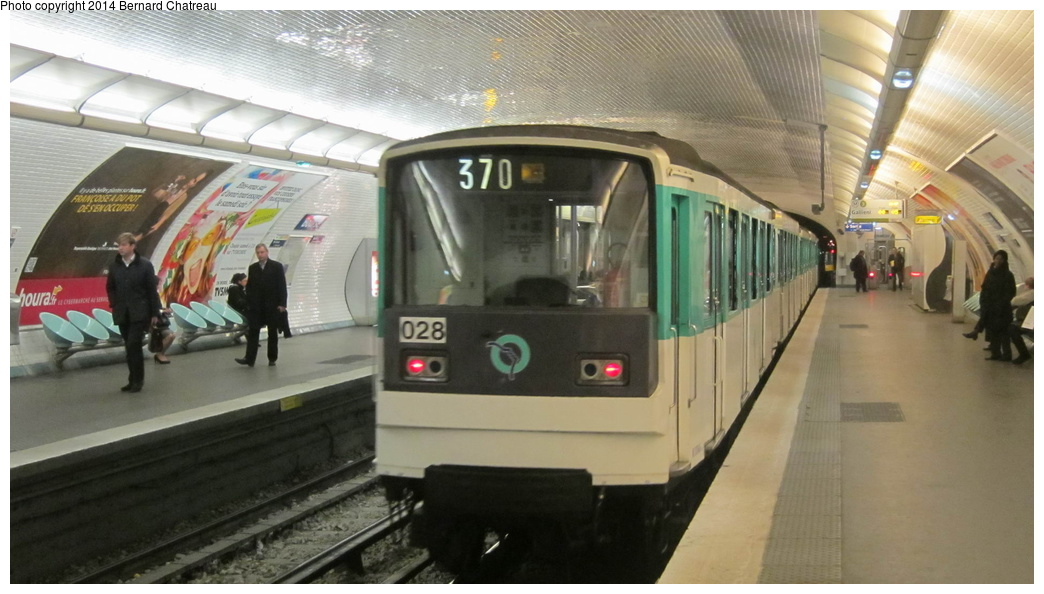 (231k, 1044x594)<br><b>Country:</b> France<br><b>City:</b> Paris<br><b>System:</b> RATP (Régie Autonome des Transports Parisiens)<br><b>Line:</b> Metro Ligne 3<br><b>Location:</b> Bourse<br><b>Car:</b> MF67 M10045 Rame 028 <br><b>Photo by:</b> Bernard Chatreau<br><b>Date:</b> 11/22/2011<br><b>Viewed (this week/total):</b> 2 / 165