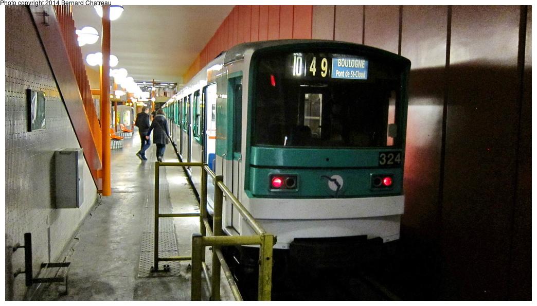 (262k, 1044x595)<br><b>Country:</b> France<br><b>City:</b> Paris<br><b>System:</b> RATP (Régie Autonome des Transports Parisiens)<br><b>Line:</b> Metro Ligne 10<br><b>Location:</b> Boulogne-Pont de Saint-Cloud<br><b>Car:</b> MF67 M10348 Rame 324 <br><b>Photo by:</b> Bernard Chatreau<br><b>Date:</b> 1/13/2012<br><b>Viewed (this week/total):</b> 0 / 150