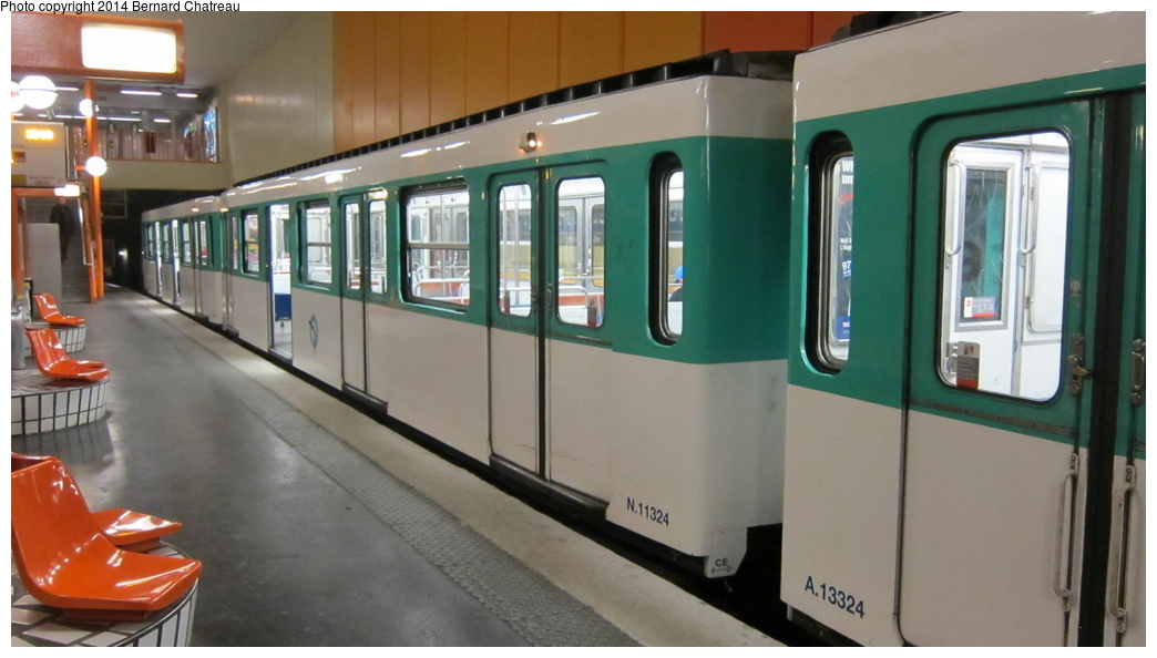 (210k, 1044x594)<br><b>Country:</b> France<br><b>City:</b> Paris<br><b>System:</b> RATP (Régie Autonome des Transports Parisiens)<br><b>Line:</b> Metro Ligne 10<br><b>Location:</b> Boulogne-Pont de Saint-Cloud<br><b>Car:</b> MF67 N11324 Rame 324 <br><b>Photo by:</b> Bernard Chatreau<br><b>Date:</b> 1/13/2012<br><b>Viewed (this week/total):</b> 0 / 167