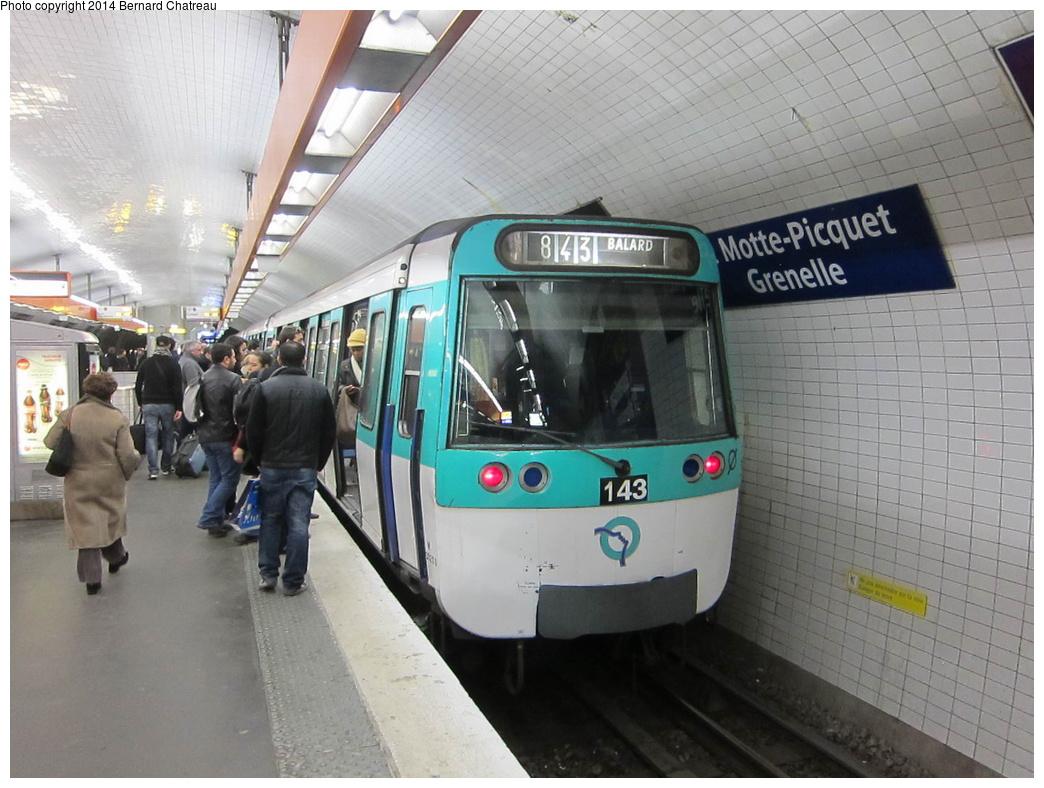 (300k, 1044x788)<br><b>Country:</b> France<br><b>City:</b> Paris<br><b>System:</b> RATP (Régie Autonome des Transports Parisiens)<br><b>Line:</b> Metro Ligne 8<br><b>Location:</b> La Motte-Picquet-Grenelle<br><b>Car:</b> MF77 M30286 Rame 143 <br><b>Photo by:</b> Bernard Chatreau<br><b>Date:</b> 1/13/2012<br><b>Viewed (this week/total):</b> 0 / 133