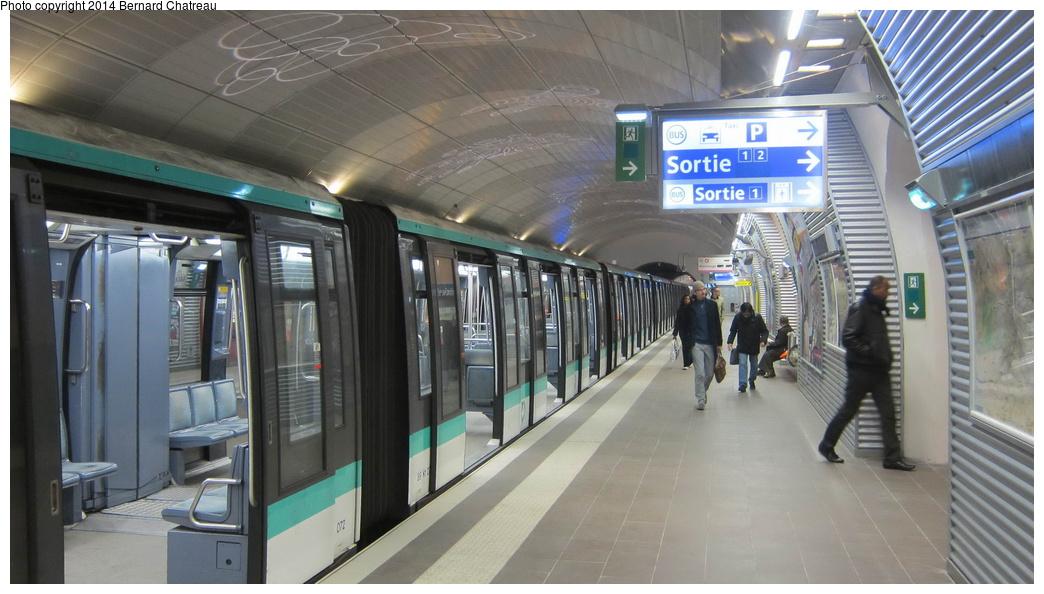 (250k, 1044x594)<br><b>Country:</b> France<br><b>City:</b> Paris<br><b>System:</b> RATP (Régie Autonome des Transports Parisiens)<br><b>Line:</b> Metro Ligne 4<br><b>Location:</b> Mairie de Montrouge<br><b>Car:</b> MP89 N1072 Rame 36 <br><b>Photo by:</b> Bernard Chatreau<br><b>Date:</b> 3/26/2013<br><b>Viewed (this week/total):</b> 0 / 152