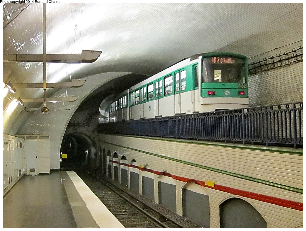 (382k, 1044x788)<br><b>Country:</b> France<br><b>City:</b> Paris<br><b>System:</b> RATP (Régie Autonome des Transports Parisiens)<br><b>Line:</b> Metro Ligne 10<br><b>Location:</b> Mirabeau<br><b>Car:</b> MF67 S9131_OU_10 Rame 082 <br><b>Photo by:</b> Bernard Chatreau<br><b>Date:</b> 1/13/2012<br><b>Viewed (this week/total):</b> 2 / 297