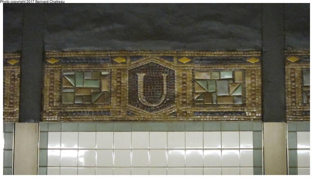 (228k, 1044x595)<br><b>Country:</b> United States<br><b>City:</b> New York<br><b>System:</b> New York City Transit<br><b>Line:</b> BMT Canarsie Line<br><b>Location:</b> Union Square <br><b>Photo by:</b> Bernard Chatreau<br><b>Date:</b> 4/8/2011<br><b>Viewed (this week/total):</b> 2 / 366