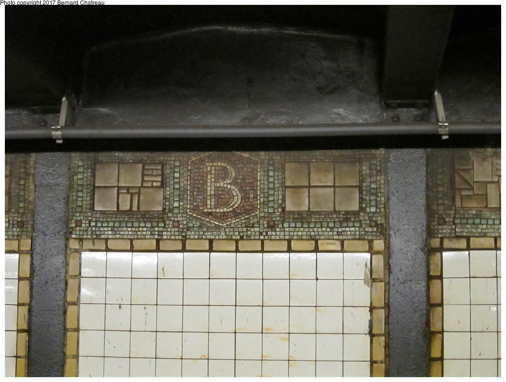 (286k, 1044x788)<br><b>Country:</b> United States<br><b>City:</b> New York<br><b>System:</b> New York City Transit<br><b>Line:</b> BMT Canarsie Line<br><b>Location:</b> Bedford Avenue <br><b>Photo by:</b> Bernard Chatreau<br><b>Date:</b> 4/17/2011<br><b>Viewed (this week/total):</b> 8 / 307