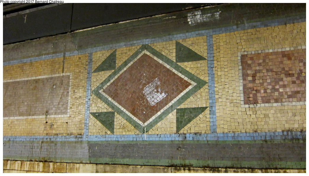 (300k, 1044x595)<br><b>Country:</b> United States<br><b>City:</b> New York<br><b>System:</b> New York City Transit<br><b>Line:</b> IRT White Plains Road Line<br><b>Location:</b> 149th Street/Grand Concourse (Mott Avenue) <br><b>Photo by:</b> Bernard Chatreau<br><b>Date:</b> 9/23/2011<br><b>Notes:</b> Station mosaics.<br><b>Viewed (this week/total):</b> 2 / 383