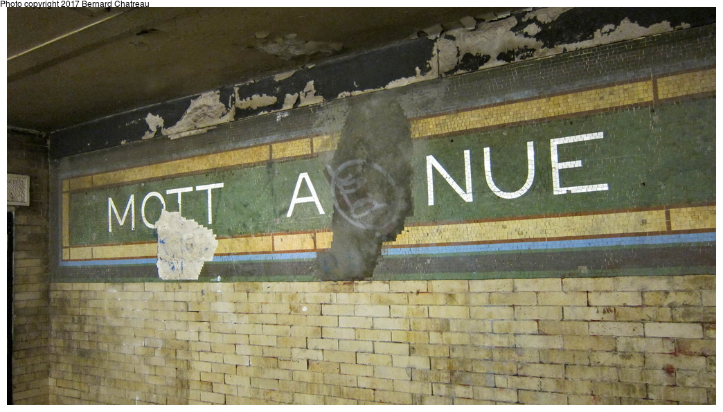 (282k, 1044x595)<br><b>Country:</b> United States<br><b>City:</b> New York<br><b>System:</b> New York City Transit<br><b>Line:</b> IRT White Plains Road Line<br><b>Location:</b> 149th Street/Grand Concourse (Mott Avenue) <br><b>Photo by:</b> Bernard Chatreau<br><b>Date:</b> 9/24/2011<br><b>Notes:</b> Station mosaics.<br><b>Viewed (this week/total):</b> 0 / 535