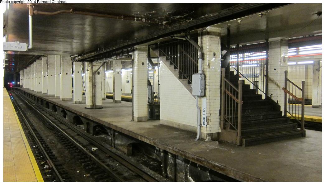 (263k, 1044x594)<br><b>Country:</b> United States<br><b>City:</b> New York<br><b>System:</b> New York City Transit<br><b>Line:</b> BMT Nassau Street/Jamaica Line<br><b>Location:</b> Chambers Street <br><b>Photo by:</b> Bernard Chatreau<br><b>Date:</b> 4/11/2011<br><b>Viewed (this week/total):</b> 2 / 499