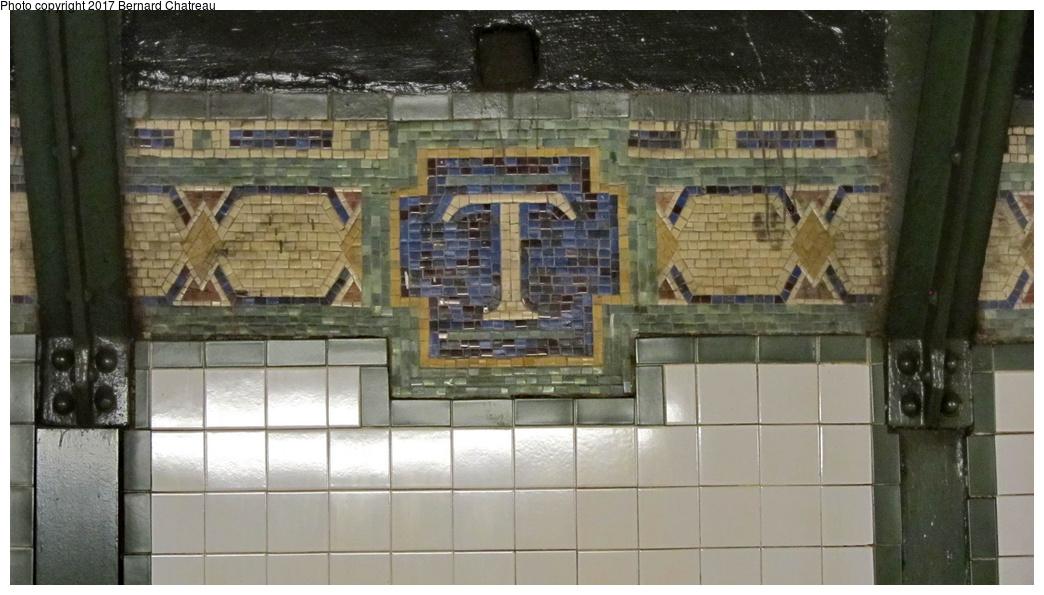 (247k, 1044x595)<br><b>Country:</b> United States<br><b>City:</b> New York<br><b>System:</b> New York City Transit<br><b>Line:</b> IRT West Side Line<br><b>Location:</b> Times Square/42nd Street <br><b>Photo by:</b> Bernard Chatreau<br><b>Date:</b> 9/24/2011<br><b>Viewed (this week/total):</b> 0 / 419