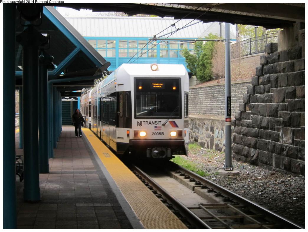 (312k, 1044x788)<br><b>Country:</b> United States<br><b>City:</b> North Bergen, NJ<br><b>System:</b> Hudson Bergen Light Rail<br><b>Location:</b> Tonnelle Avenue<br><b>Car:</b> NJT-HBLR LRV (Kinki-Sharyo, 1998-99) 2005 <br><b>Photo by:</b> Bernard Chatreau<br><b>Date:</b> 4/18/2011<br><b>Viewed (this week/total):</b> 1 / 168
