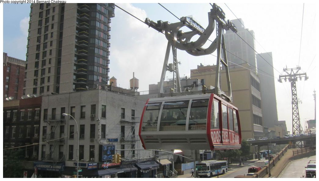 (225k, 1044x594)<br><b>Country:</b> United States<br><b>City:</b> New York<br><b>System:</b> Roosevelt Island Tram<br><b>Photo by:</b> Bernard Chatreau<br><b>Date:</b> 9/27/2011<br><b>Viewed (this week/total):</b> 2 / 393