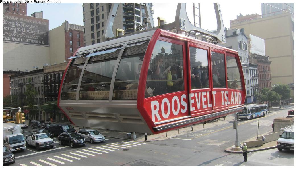 (270k, 1044x595)<br><b>Country:</b> United States<br><b>City:</b> New York<br><b>System:</b> Roosevelt Island Tram<br><b>Photo by:</b> Bernard Chatreau<br><b>Date:</b> 9/27/2011<br><b>Viewed (this week/total):</b> 2 / 424