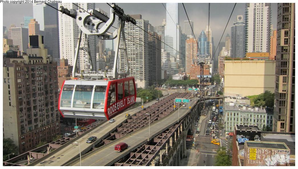 (340k, 1044x594)<br><b>Country:</b> United States<br><b>City:</b> New York<br><b>System:</b> Roosevelt Island Tram<br><b>Photo by:</b> Bernard Chatreau<br><b>Date:</b> 9/27/2011<br><b>Viewed (this week/total):</b> 2 / 485