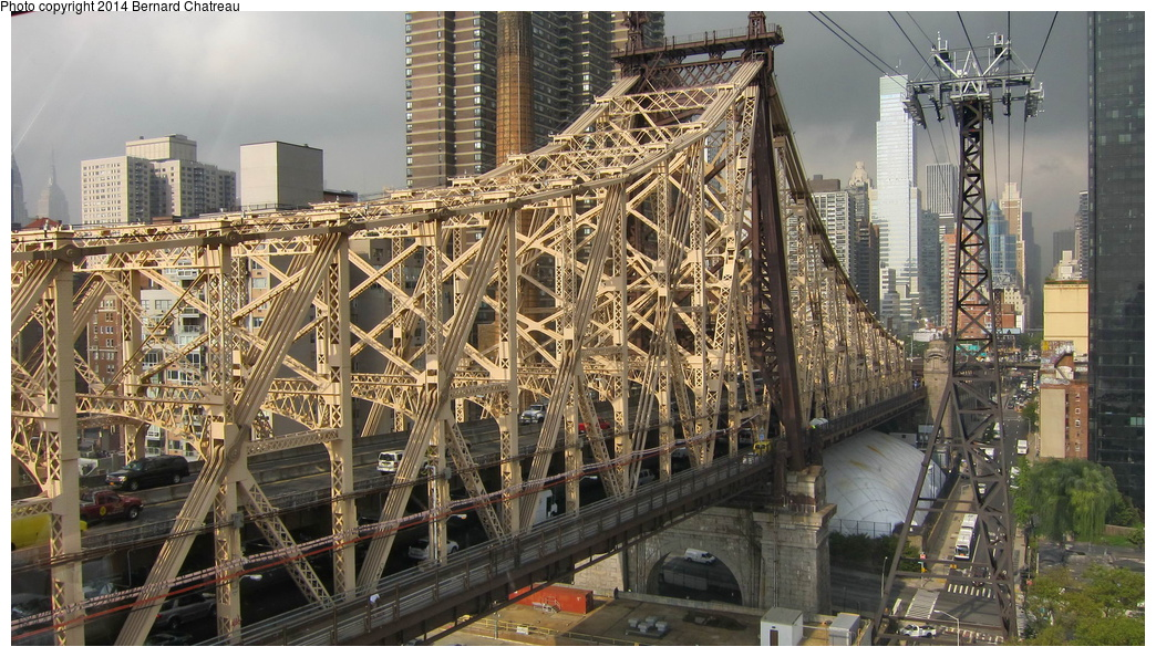 (356k, 1044x594)<br><b>Country:</b> United States<br><b>City:</b> New York<br><b>System:</b> Roosevelt Island Tram<br><b>Photo by:</b> Bernard Chatreau<br><b>Date:</b> 9/27/2011<br><b>Viewed (this week/total):</b> 3 / 337
