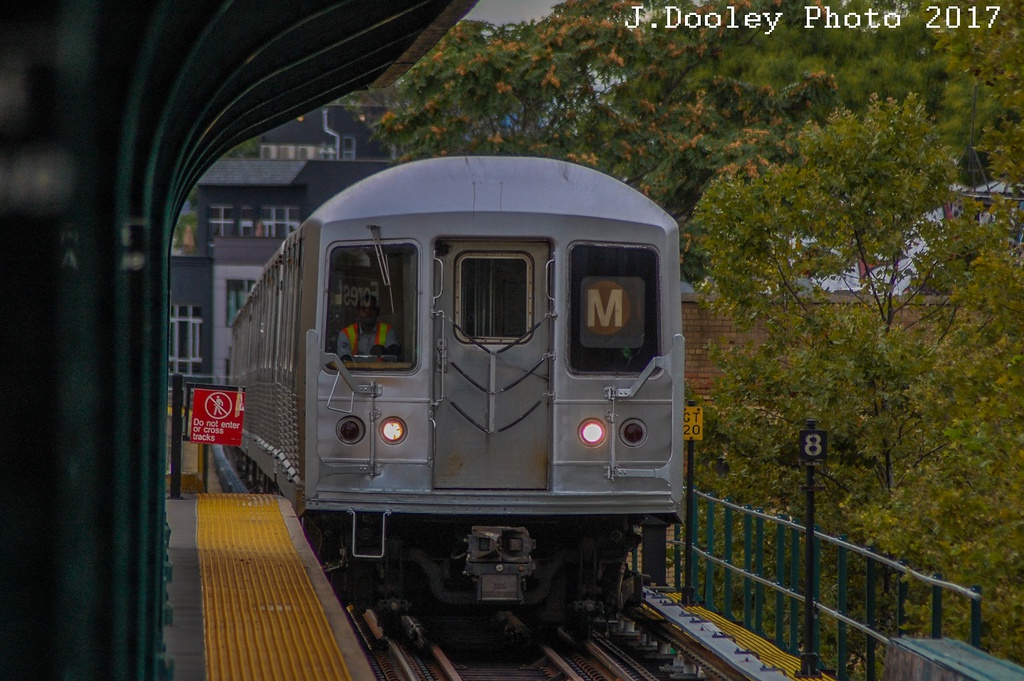 (293k, 1024x681)<br><b>Country:</b> United States<br><b>City:</b> New York<br><b>System:</b> New York City Transit<br><b>Line:</b> BMT Myrtle Avenue Line<br><b>Location:</b> Forest Avenue <br><b>Route:</b> M shuttle<br><b>Car:</b> R-42 (St. Louis, 1969-1970)   <br><b>Photo by:</b> John Dooley<br><b>Date:</b> 9/3/2017<br><b>Viewed (this week/total):</b> 0 / 364