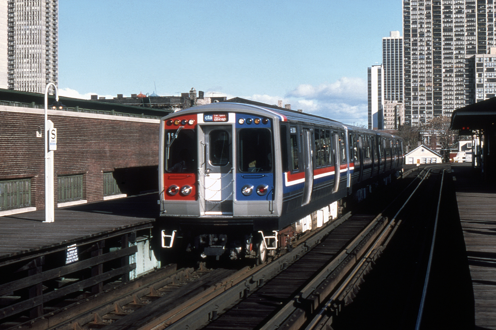 (436k, 1024x682)<br><b>Country:</b> United States<br><b>City:</b> Chicago, IL<br><b>System:</b> Chicago Transit Authority <br><b>Line:</b> CTA Brown/Purple <br><b>Location:</b> Sedgwick <br><b>Car:</b> CTA 2400 Series 2404 <br><b>Collection of:</b> David Pirmann<br><b>Date:</b> 10/31/1976<br><b>Viewed (this week/total):</b> 7 / 721
