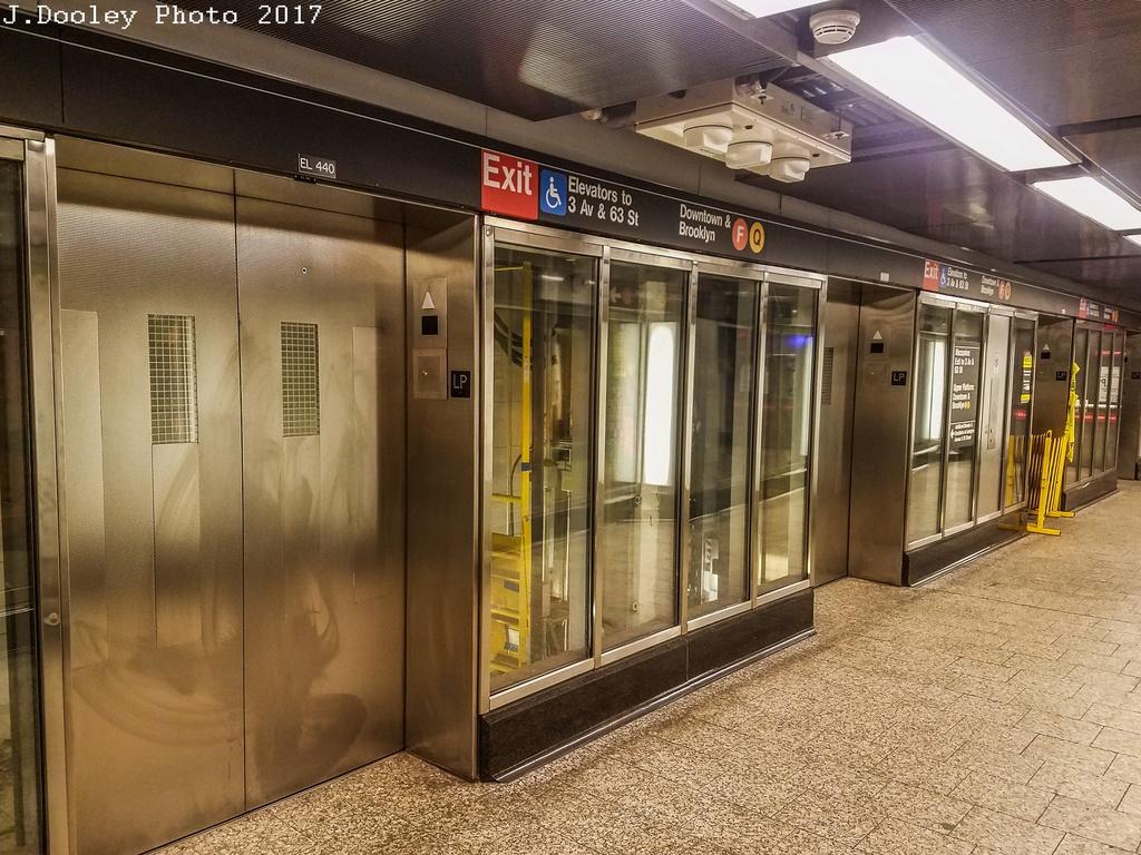 (343k, 1024x768)<br><b>Country:</b> United States<br><b>City:</b> New York<br><b>System:</b> New York City Transit<br><b>Line:</b> IND 63rd Street<br><b>Location:</b> Lexington Avenue-63rd Street <br><b>Photo by:</b> John Dooley<br><b>Date:</b> 10/8/2017<br><b>Viewed (this week/total):</b> 8 / 421