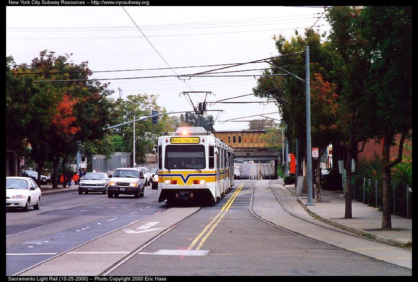 (147k, 824x557)<br><b>Country:</b> United States<br><b>City:</b> Sacramento, CA<br><b>System:</b> SACRT Light Rail<br><b>Location:</b> Alkali Flat/La Valentina <br><b>Car:</b> Sacramento Siemens LRV  104 <br><b>Photo by:</b> Eric Haas<br><b>Date:</b> 10/25/2000<br><b>Notes:</b> The ex-Southern Pacific mainline is in the backround.<br><b>Viewed (this week/total):</b> 0 / 2184
