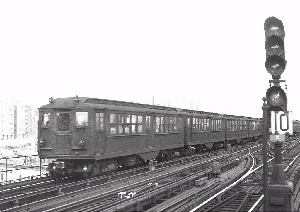 (161k, 1024x725)<br><b>Country:</b> United States<br><b>City:</b> New York<br><b>System:</b> New York City Transit<br><b>Line:</b> IRT Woodlawn Line<br><b>Location:</b> 167th Street <br><b>Car:</b> Low-V 4136 <br><b>Collection of:</b> Joe Testagrose<br><b>Date:</b> 12/13/1952<br><b>Viewed (this week/total):</b> 1 / 3713