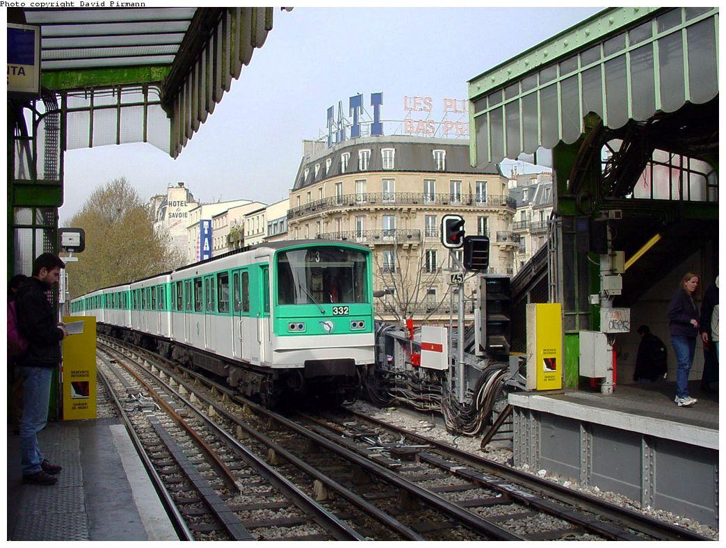 (189k, 1044x788)<br><b>Country:</b> France<br><b>City:</b> Paris<br><b>System:</b> RATP (Régie Autonome des Transports Parisiens)<br><b>Line:</b> Metro Ligne 2<br><b>Location:</b> Barbès-Rochechouart <br><b>Car:</b> MF67  <br><b>Photo by:</b> David Pirmann<br><b>Date:</b> 4/16/2000<br><b>Viewed (this week/total):</b> 0 / 6302