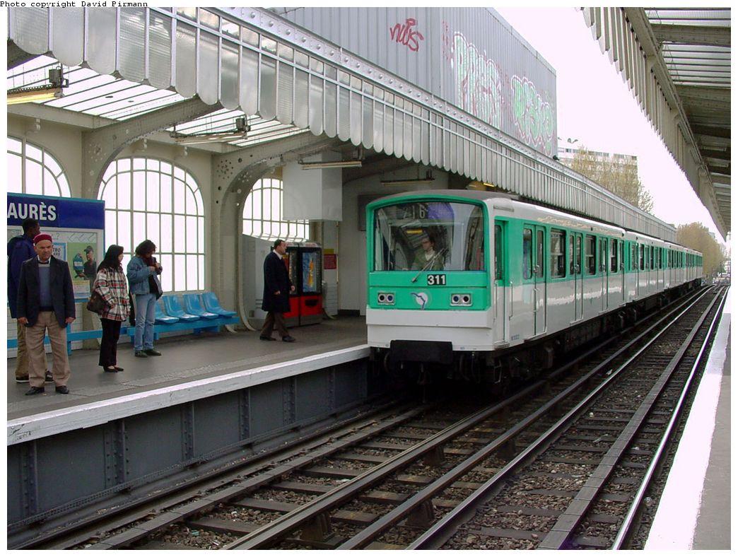 (176k, 1044x788)<br><b>Country:</b> France<br><b>City:</b> Paris<br><b>System:</b> RATP (Régie Autonome des Transports Parisiens)<br><b>Line:</b> Metro Ligne 2<br><b>Location:</b> Jaurès <br><b>Car:</b> MF67  <br><b>Photo by:</b> David Pirmann<br><b>Date:</b> 4/16/2000<br><b>Viewed (this week/total):</b> 0 / 5702