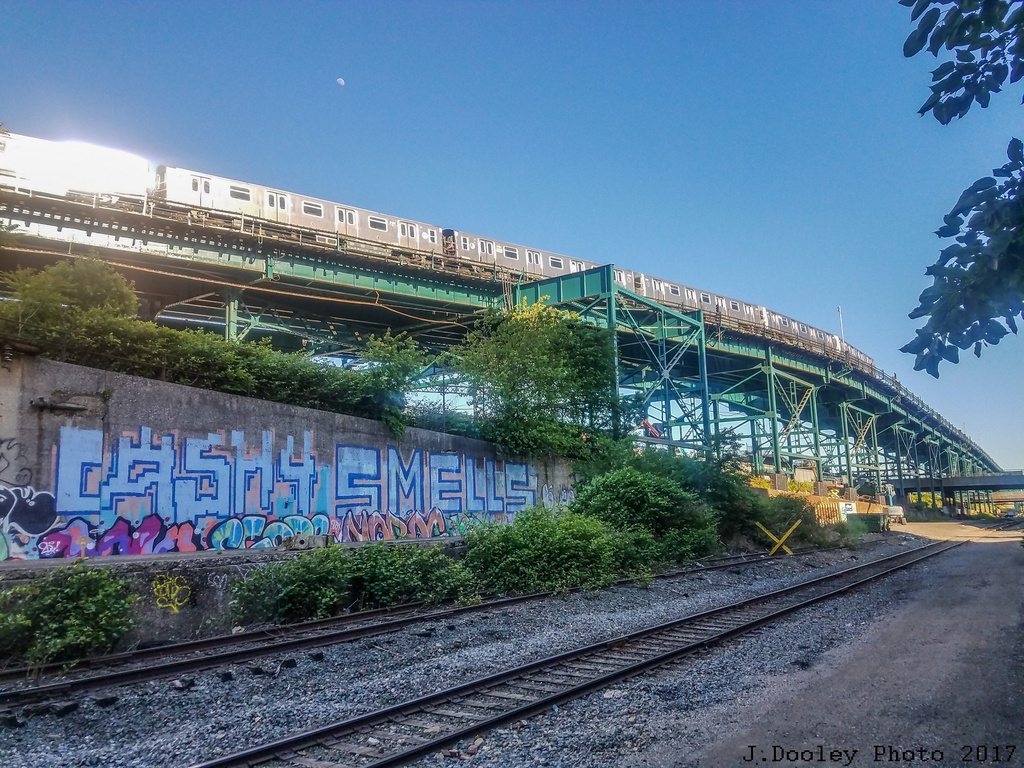 (390k, 1024x768)<br><b>Country:</b> United States<br><b>City:</b> New York<br><b>System:</b> New York City Transit<br><b>Line:</b> BMT Canarsie Line<br><b>Location:</b> Atlantic Avenue <br><b>Route:</b> L<br><b>Car:</b> R-143 (Kawasaki, 2001-2002) 8184 <br><b>Photo by:</b> John Dooley<br><b>Date:</b> 6/3/2017<br><b>Viewed (this week/total):</b> 2 / 1363
