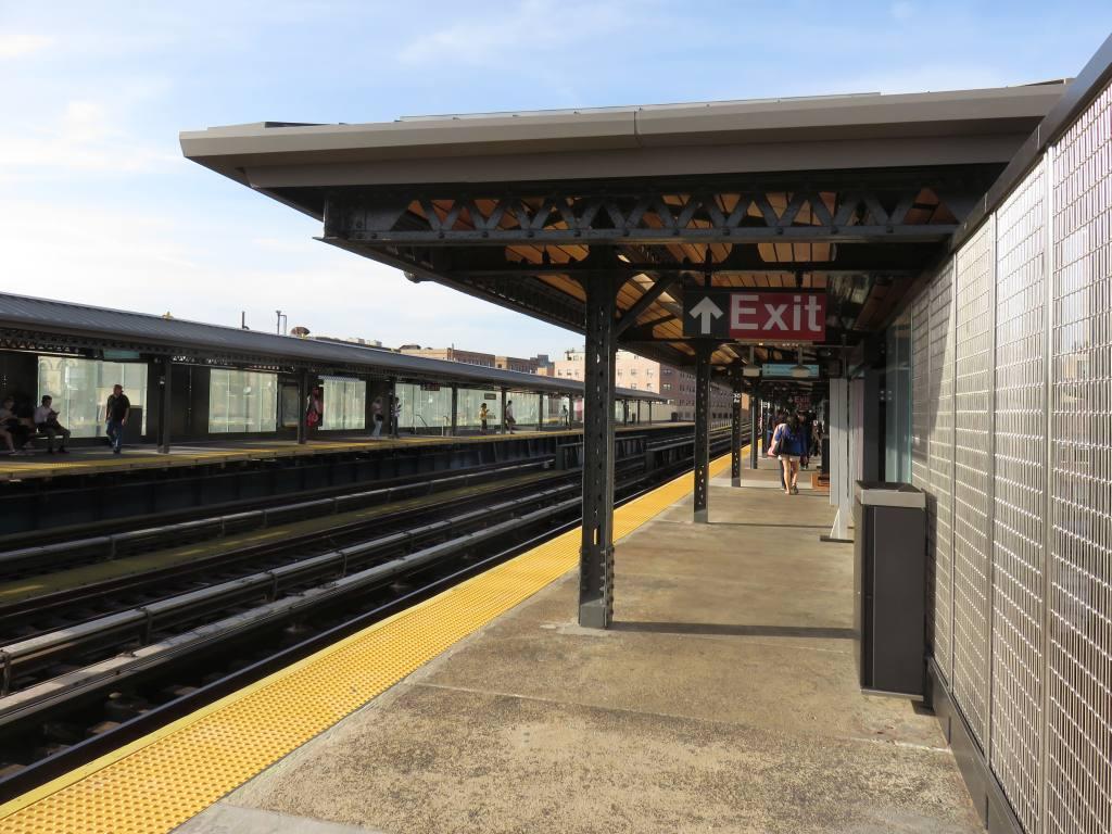 (136k, 1024x768)<br><b>Country:</b> United States<br><b>City:</b> New York<br><b>System:</b> New York City Transit<br><b>Line:</b> BMT Astoria Line<br><b>Location:</b> 30th/Grand Aves. <br><b>Photo by:</b> Robbie Rosenfeld<br><b>Date:</b> 6/26/2018<br><b>Viewed (this week/total):</b> 1 / 360