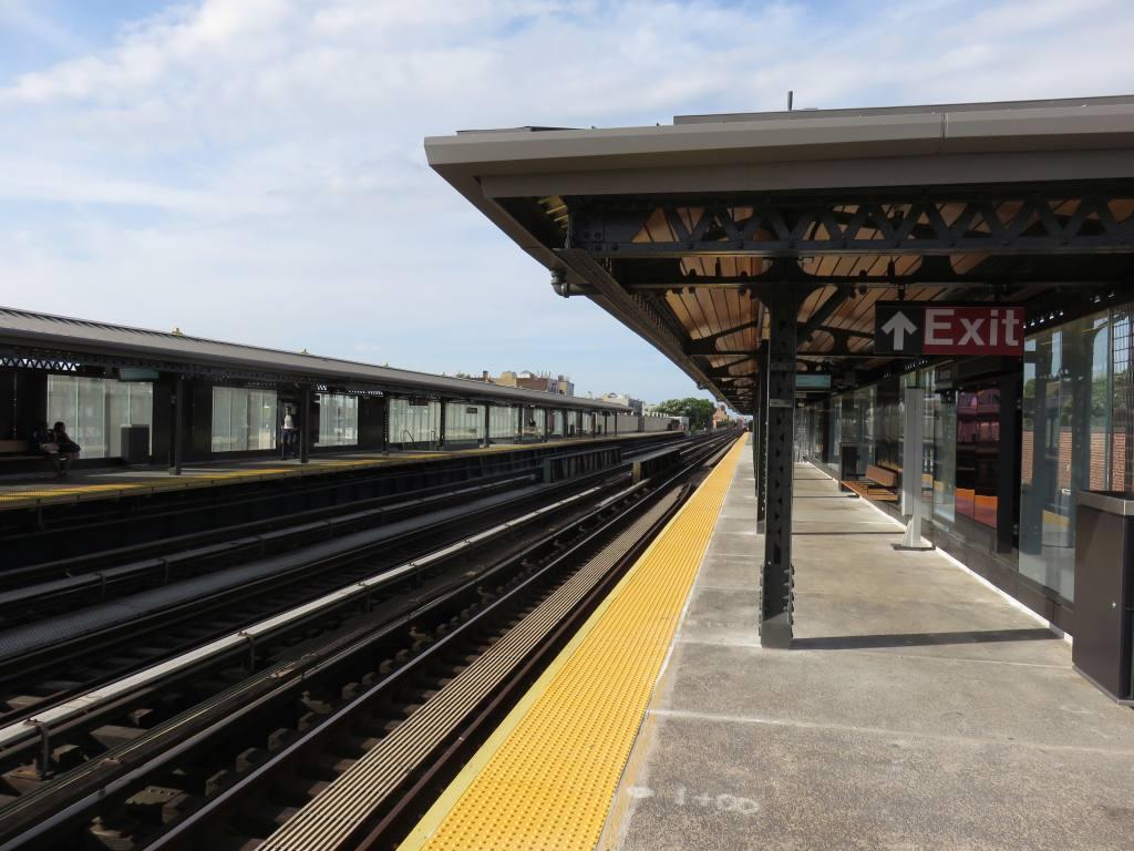 (124k, 1024x768)<br><b>Country:</b> United States<br><b>City:</b> New York<br><b>System:</b> New York City Transit<br><b>Line:</b> BMT Astoria Line<br><b>Location:</b> 36th/Washington Aves. <br><b>Photo by:</b> Robbie Rosenfeld<br><b>Date:</b> 6/26/2018<br><b>Viewed (this week/total):</b> 2 / 442
