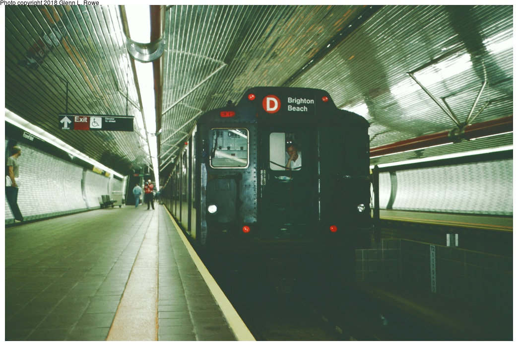 (247k, 1044x697)<br><b>Country:</b> United States<br><b>City:</b> New York<br><b>System:</b> New York City Transit<br><b>Line:</b> IND 63rd Street<br><b>Location:</b> Roosevelt Island <br><b>Route:</b> D<br><b>Car:</b> R-10 (American Car & Foundry, 1948) 3216 <br><b>Photo by:</b> Glenn L. Rowe<br><b>Date:</b> 10/29/1989<br><b>Viewed (this week/total):</b> 5 / 658