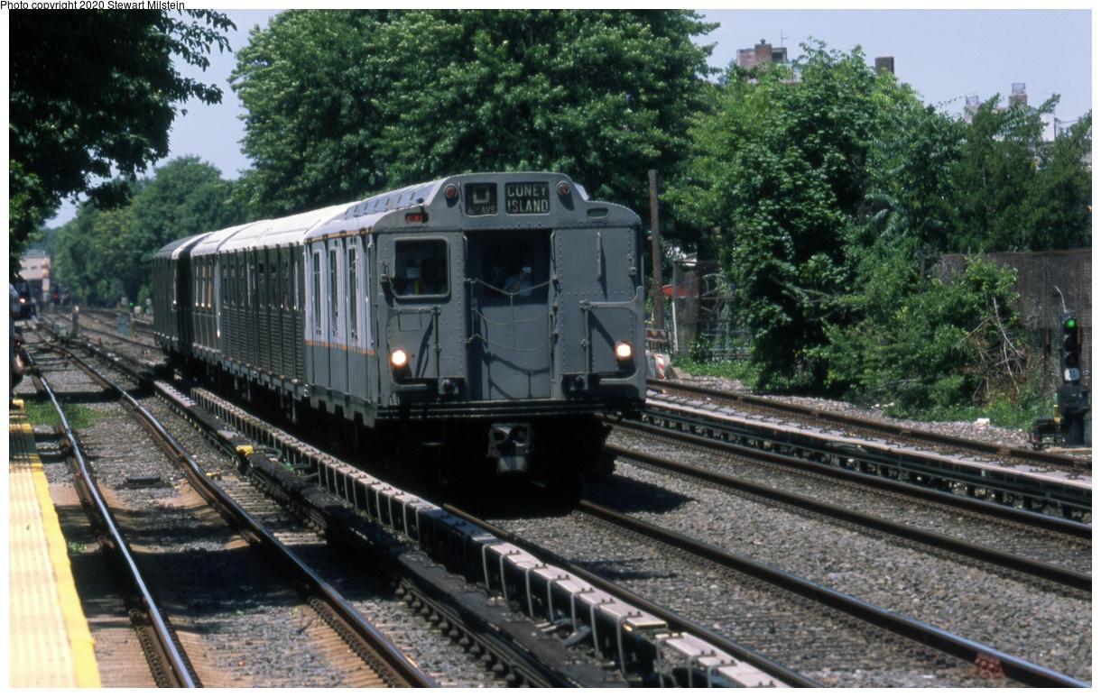 (780k, 1620x1024)<br><b>Country:</b> United States<br><b>City:</b> New York<br><b>System:</b> New York City Transit<br><b>Line:</b> BMT Brighton Line<br><b>Location:</b> Avenue U <br><b>Route:</b> Museum Train Service<br><b>Car:</b> R-10 (American Car & Foundry, 1948) 3184 <br><b>Photo by:</b> Stewart Milstein<br><b>Date:</b> 6/16/2018<br><b>Viewed (this week/total):</b> 1 / 142