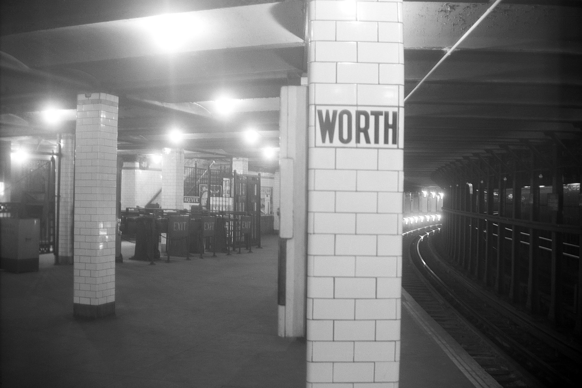 (262k, 1200x800)<br><b>Country:</b> United States<br><b>City:</b> New York<br><b>System:</b> New York City Transit<br><b>Line:</b> IRT East Side Line<br><b>Location:</b> Worth Street <br><b>Collection of:</b> David Pirmann<br><b>Date:</b> 1960<br><b>Viewed (this week/total):</b> 4 / 219